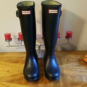 NEW Hunter matte black rain boots. Size 5